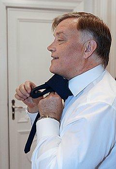 Железнодорожный узел.  Президент ОАОРЖД Владимир Якунин. Москва, 2008 год