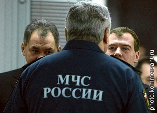 Дмитрий Медведев предлагает защитить транспорт «техническими средствами и устройствами, обеспечивающими устранение их уязвимости», а Сергей Шойгу предпочитает простые видеокамеры