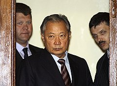 Осев в Минске, Курманбек Бакиев отказался от своей подписи под прошением об отставке