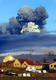 Так выглядела Исландия при извержении вулкана Эйяфьятлайокюдль