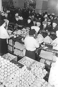 Зрелый СССР полностью преодолел по крайней мере одно проявление сталинизма — снижение цен на продукты, пользующиеся повышенным спросом у населения