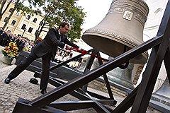 Весь второй год своего правления Дмитрий Медведев без устали бил в колокол модернизации