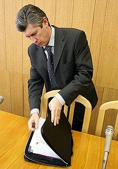 Глава администрации Волгоградский области Анатолий Бровко отличается нетипичными для губернаторов доходами жены — 34 рубля в год