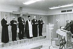 В день открытия Олимпиады в Олимпийской деревне прошло экуменическое богослужение, в котором участвовали (слева направо) польский ксендз, итальянский епископ, англиканский капеллан из Австрии, советский протоиерей, лютеранский пастор и баптистский старший протопресвитер