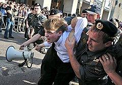Акция в поддержку 31-й статьи Конституции состояла из нескольких сотен активистов оппозиции, которых уводили и уносили милиционеры, и автобусов для сдачи задержанных
