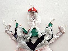 В серии «Зависимость/независимость» (2005) Мессаже показала внутреннюю сущность безобидных мягких игрушек