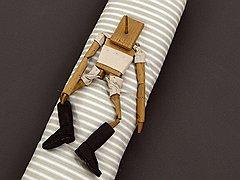 Одна из самых известных работ Мессаже, «Загон для марионетки» (2005), представляет собой версию приключений Пиноккио в мире садомазохистов