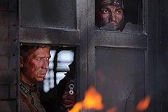 Скучноватые батальные эпизоды на традиционный советский манер чередуются с мелодраматичными сценками из личной жизни героев