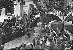 За начавшейся мобилизацией во время Первой и Второй мировых войн следовала массовая ликвидация продуктов с прилавков и, соответственно, дефицит