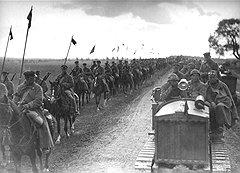 В 20-е годы изъятие оружия приняло форму крупных войсковых операций, слегка замаскированных под маневры
