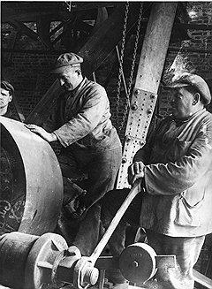 Иностранные специалисты нашли себе применение в легкой, тяжелой (на фото) и очень тяжелой советской промышленности