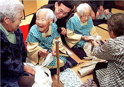 Близнецы Кин Нарита (слева) и Г ин Каниэ (справа). Умерли в 2000 году в возрасте 108 лет. Фото 1998 года