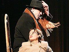Самой знаменитой чертой всех спектаклей Роберта Стуруа стала их философская карнавальность («Невзгоды Дориспана»)