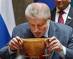 Сергей Миронов не теряет вкус к социально значимым продуктам