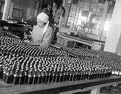 В 1941 году фармацевтическая промышленность отправилась на восток, увезя с собой надежды на бесперебойное пополнение запасов медикаментов