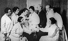 После начала войны наполняемость аптечных колб и мензурок быстро понизилась почти до нуля
