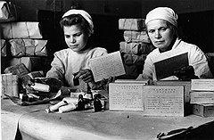 В конце 40-х годов домашняя аптечка советского человека пополнялась в основном тем, что удавалось достать по блату из номенклатурных аптек