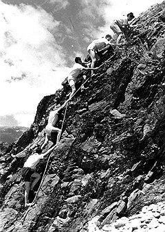 Окружающие лагерь горы создавали идеальные условия для привития пионерам любви к острым ощущениям
