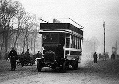 В начале прошлого века перемещение на своих двоих не слишком проигрывало в скорости общественным четырем