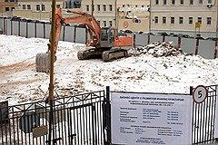 Героическое отстаивание рядовой застройки Кадашей, Хитровки (на фото) и внутреннего двора усадьбы Шаховских на Большой Никитской так и осталось местным московским развлечением, не слишком понятным для туристов