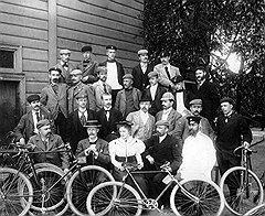 ПДД 1894 года запрещали садиться на велосипед без прав