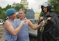 ПРЕТЕНЗИЙ НЕ ИМЕЮПразднование Дня ВДВ в Адмиралтейском саду. Санкт-Петербург, 2009 год