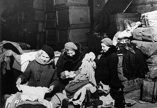 Главными получателями гуманитарной помощи, поступавшей в Минск, были начальственные жены