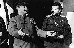 Первое лицо БССР Пантелеймон Пономаренко (слева) и его помощник Петр Абрасимов занимались самообеспечением с большим размахом
