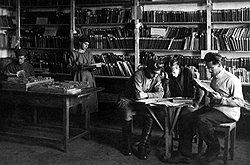 Только настоящие чекисты в библиотеке-читальне ОГПУ (на фото) могли по достоинству оценить силу весьма слабых в литературном плане книг Бухбанда