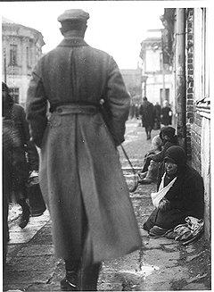 Борьба пролетарской власти с мешочничеством и спекуляцией довела пролетариат до попрошайничества и нищеты