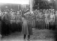 Лев Троцкий узнавал о грядущих происках контрреволюционеров из буржуазных газет