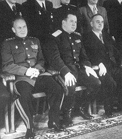Глава МВД СССР Сергей Круглов (в центре), по мнению проверяющих, долгие годы окружал себя руководителями, не способными руководить