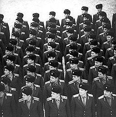С 1956 года поступление в школы милиции освобождало от прохождения срочной службы в армии