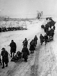Тяготы и лишения фронтовой службы подвигли сотни тысяч бойцов и командиров на тайное возвращение к тыловой жизни