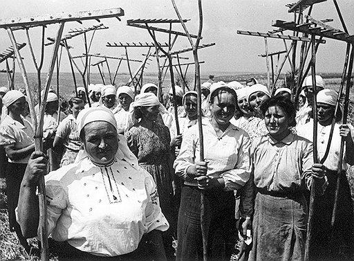 После войны в ожидании роспуска колхозов многие колхозники неожиданно для властей сократили свою работу на общее благо до самого минимума