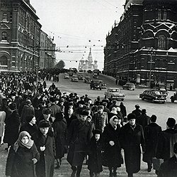Постоянное обилие граждан на улицах Москвы побуждало кремлевских вождей время от времени задумываться об отправке праздношатающихся на принудительные работы