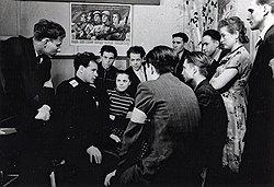 Партия и правительство с помощью милиции пытались превратить изобличение нетрудовых элементов в цель жизни всех советских трудящихся