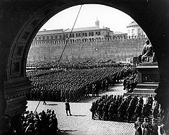 Гильчевский писал, что только в тех областях жизни, где большевики уже вернулись к имперским порядкам, наблюдается образцовый порядок и дисциплина