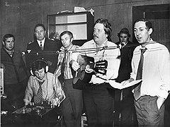 Подпольные студии звукозаписи обычно оборудовались на частных квартирах, микрофоны подвешивались поперек помещения на растяжках, музыканты импровизировали, а певцы исполняли новые песни прямо с листа
