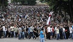 Одновременно с акциями протеста в поддержку задержанных фотографов в Тбилиси проходили многотысячные демонстрации, организованные Грузинской православной церковью