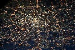 Коммунистический лозунг электрификации всей страны был реализован в основном в крупных городах. Москва