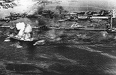 Оставив торговые суда на Балтике под огнем и на минных полях, Балтийский флот спасал самое ценное — себя. Однако справлялся с этой задачей тоже далеко не всегда
