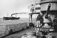 Из-за недостаточного количества боевых кораблей гражданские суда не всегда отправлялись в рейсы с их сопровождением и часто оказывались беззащитной мишенью для подводных лодок и самолетов противника
