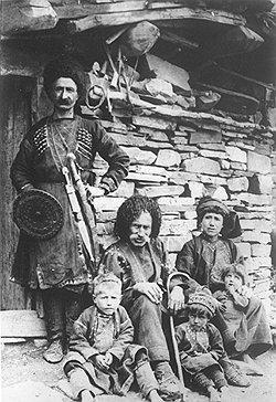 По данным антропологических исследований, грузины по богатству волосяного покрова уступали армянам, а по весу мозга — всем остальным народам Кавказа
