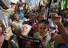 Вышедшие на улицы сторонники Тимошенко пока поддерживают экс-премьера Украины не числом, но умением