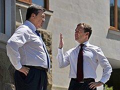 Выстраивая свою вертикаль власти по российскому образцу, Виктор Янукович все более отдаляется от Москвы