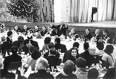 """""""После долгого перерыва в Кремле встречали Новый год. Руководители страны вокруг елки водили с гостями хороводы"""""""