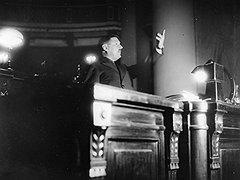 """""""У Жданова ничего не получалось. Наверное, потому, что он не пользовался авторитетом. Хотя речь произнести был мастер"""""""
