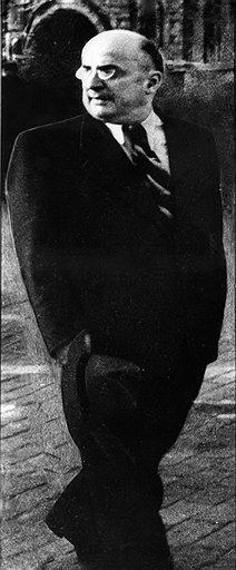"""""""Берия считал, что лучше других помнит, что именно приказал Сталин. У него даже пенсне как-то ярче блестеть начинало"""""""
