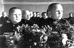 Как только в родительский комитет школы вошли ответственные работники ЦК ВКП(б), число безответственных и безнадзорных учеников практически сошло на нет